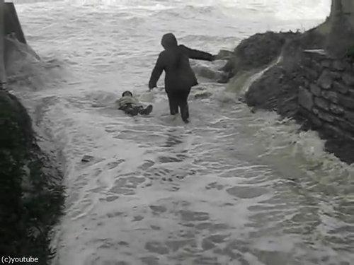 「嵐のときにビーチに近づいてはいけない理由」05