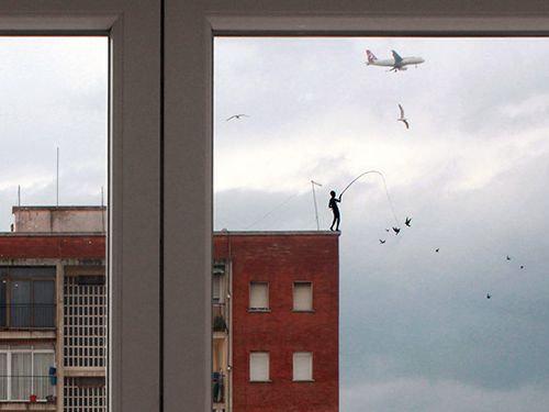 窓にシルエット06