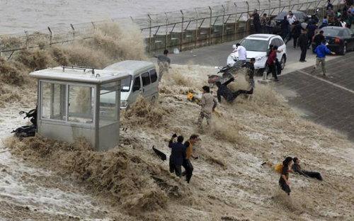銭塘江の大波08