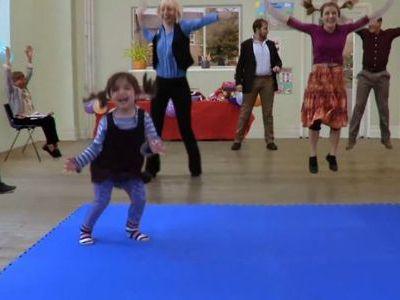 女の子と一緒に踊るダンス