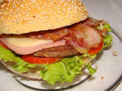 ハンバーガーを求める100歳00
