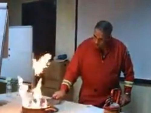 フライパンの油が燃えたときの消し方05