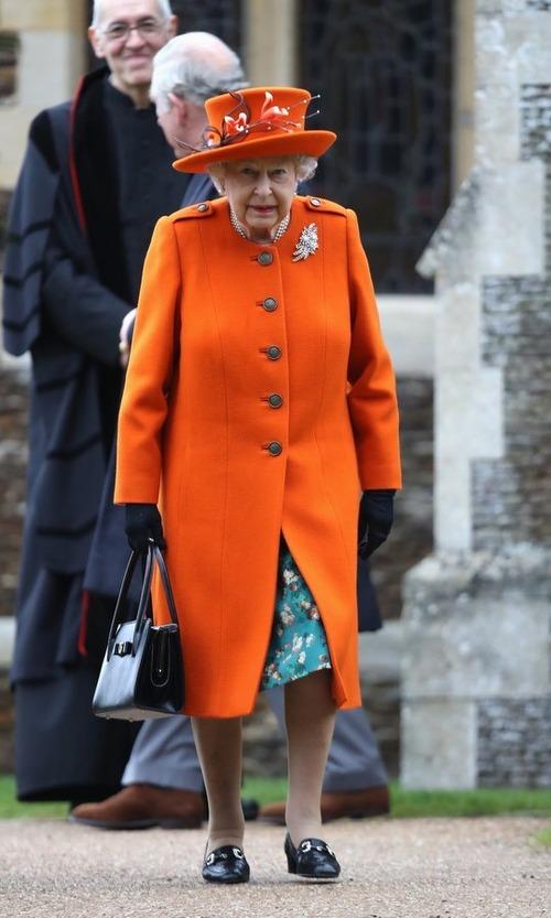 エリザベス女王はカラフル04