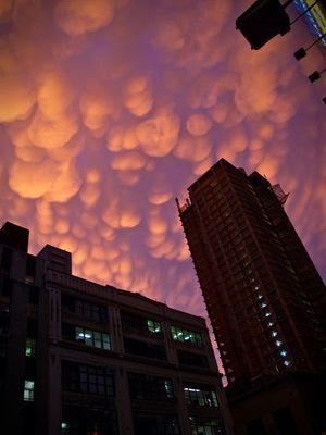 ニューヨークの空を埋め尽くした乳房雲03