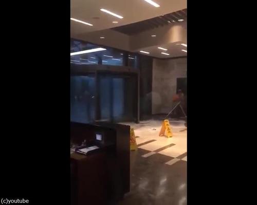 恐怖の高速回転ドア01