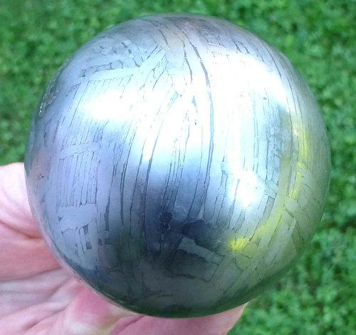 ぴかぴかに磨いた隕石03