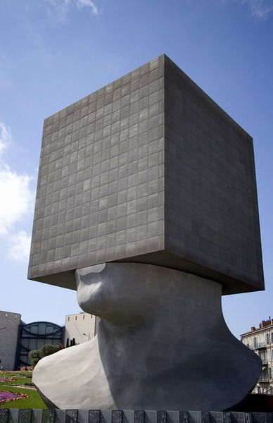 2.Cubed face(キューブをかぶった顔)