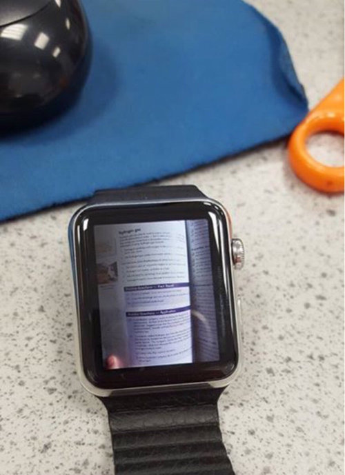 試験中に時計ばかり見る生徒01