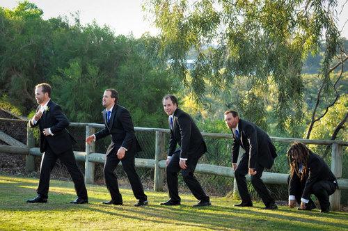 結婚式で花婿の友達の写真01