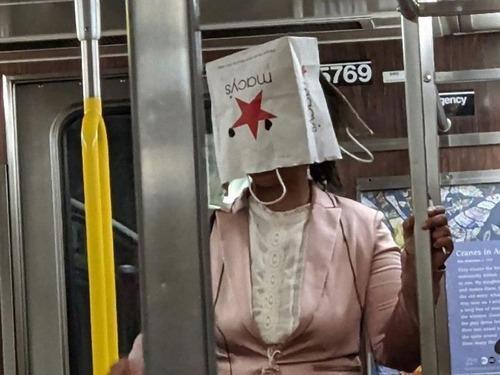 ニューヨーク地下鉄のマスク00