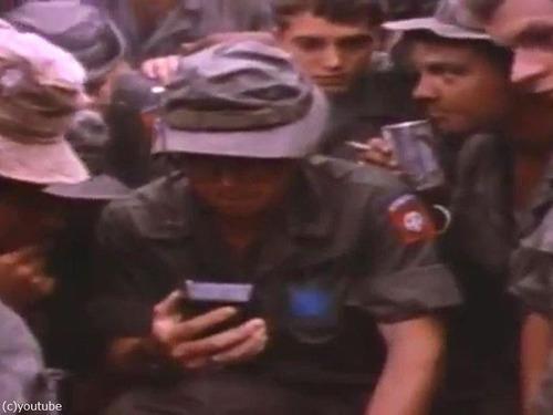 ベトナム戦争の終結をラジオで聞いた米兵00