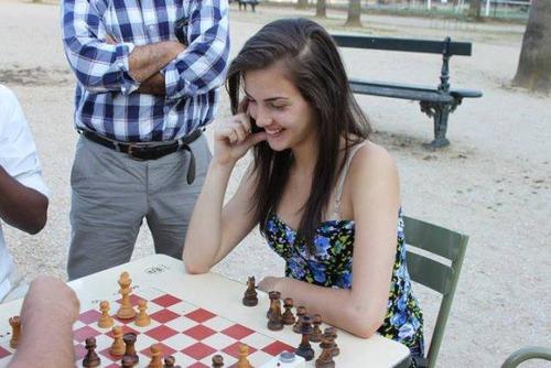 カナダの美人チェスチャンピオン09
