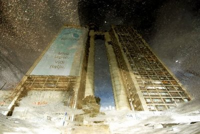 水たまりから見た建物09