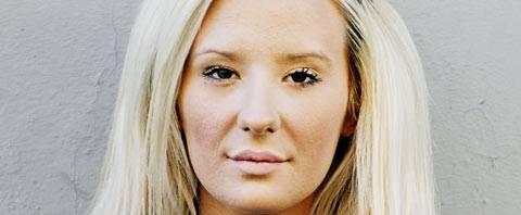 スウェーデンの整形女性17