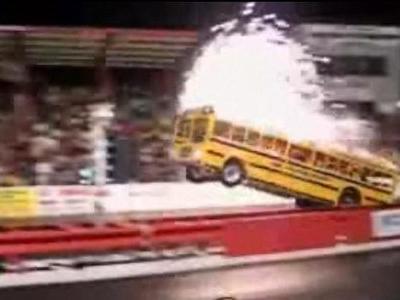 スクールバスでドラッグレース
