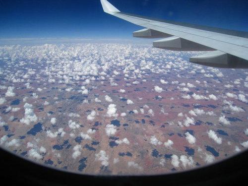 飛行機は窓側の席17