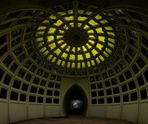 湖の下に秘密の部屋08
