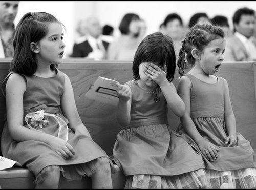 結婚式でキスを見た少女たち01