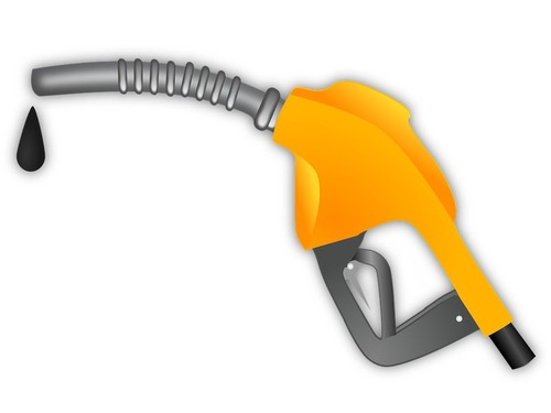 ガソリンが不足すると、パニック買いする人々