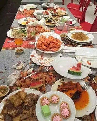 タイのビュッフェで中国人観光客06