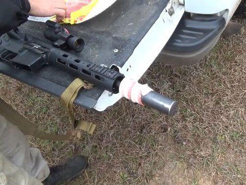 軍用ライフルの銃身のまわりにベーコンを包んで撃ったら01