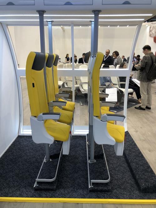 飛行機の座席を増やした結果01
