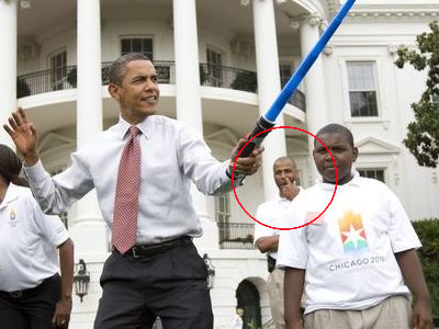 オバマ大統領とライトセイバー02