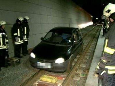 地下鉄の線路を200メートルも車で走行