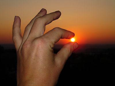 その手に太陽をつかんだ人々08