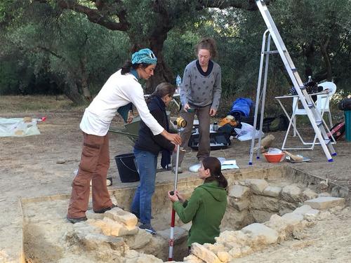 3500年前の石を磨いたら精細なギリシャ彫刻が現れる07