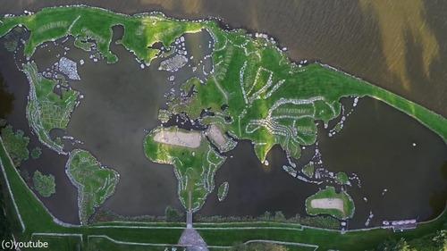 デンマークの湖に大きな世界地図14