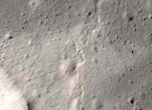 月は縮んでいた01