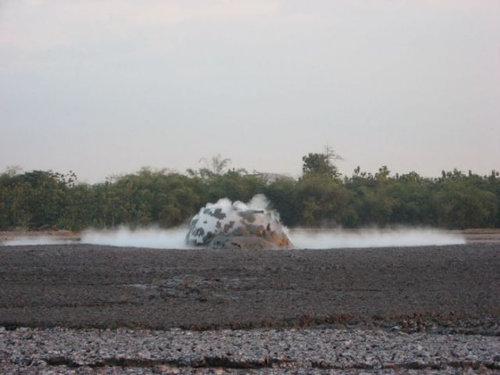 泥火山の泡03