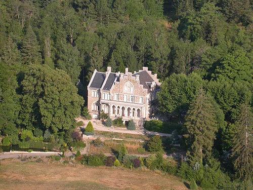 ヨーロッパのお城のような家 B02