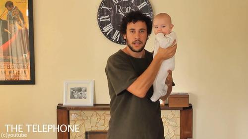 「赤ちゃんの抱き方」09
