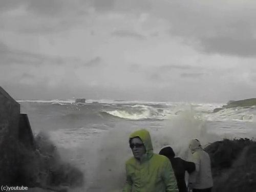 「嵐のときにビーチに近づいてはいけない理由」02
