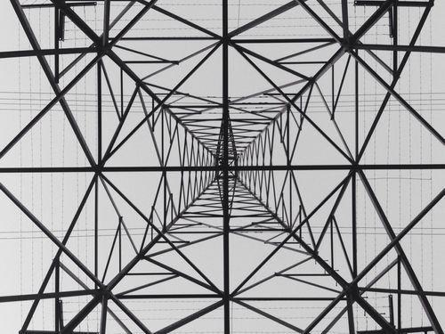 鉄塔を真下から00