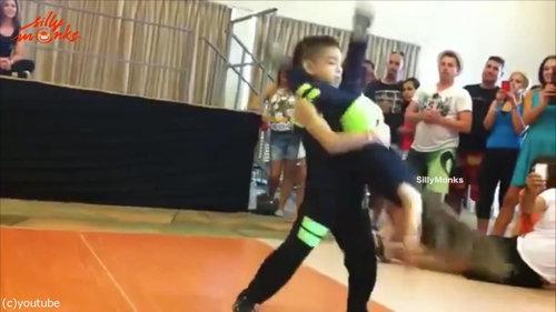サルサを踊る子供04