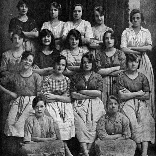 100年前の女性たちの写真00
