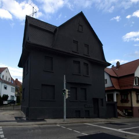 ドイツの真黒な家02