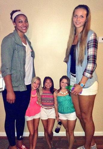 女子バスケの選手とチアリーダー04
