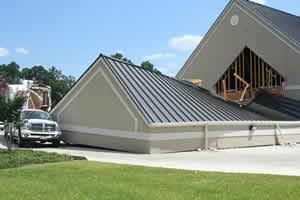 ドライブスルーATMの屋根が崩れる05