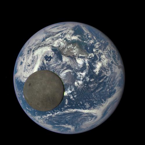 裏側から見た月01