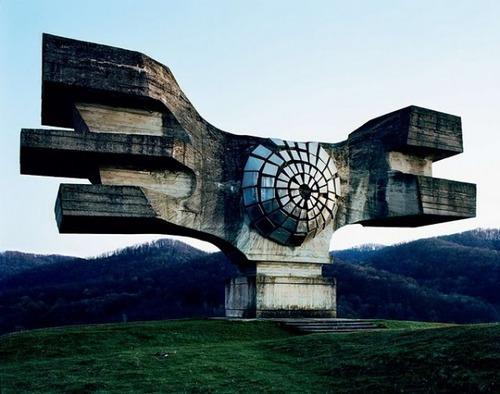 旧ユーゴスラビアのモニュメント01