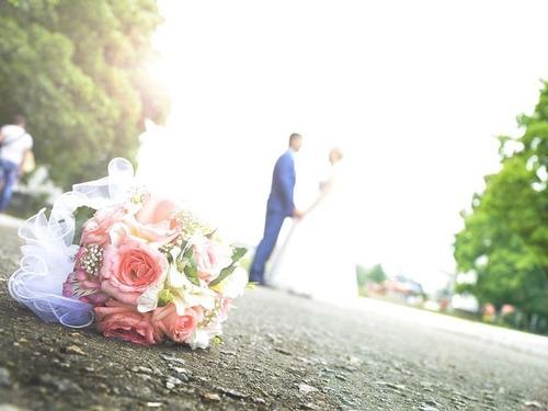 結婚式に出席したら数少ない独身男性の1人だった