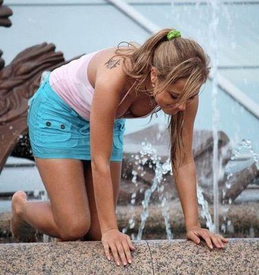 噴水でずぶ濡れロシアの美少女08