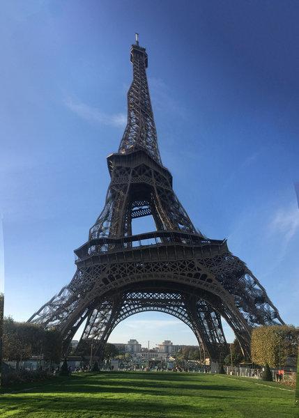 エッフェル塔をパノラマモードで撮影03