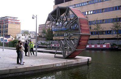 巻きたたみ式のロンドン橋02