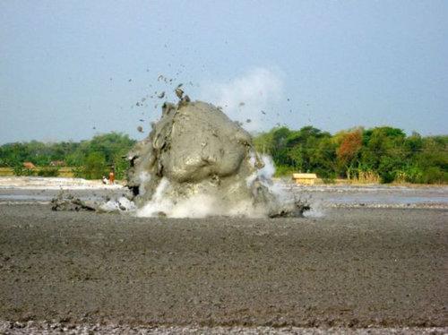 泥火山の泡08