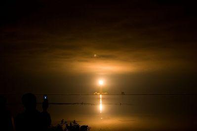 夜のスペースシャトル打ち上げ04